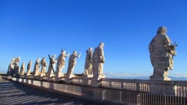 Jesus und seine Jünger blicken auf ihre Schäfchen