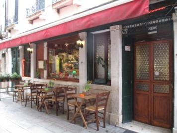 kleines, gemütliches Restaurant. Könnte mir vorstellen, dass Mama hier noch selber kocht