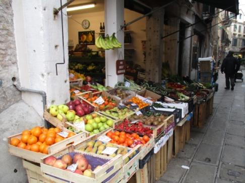 und frisches Obst und Gemüse