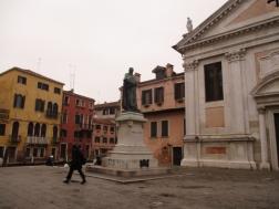 Paolo Sarpi vor der Chiesa di Santa Fosca