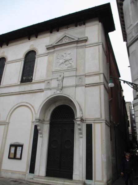 Ich hab vor dem Palazzo Cavalli-Franchetti eine Bild von einem Mann gemacht, der mich darum gebeten hatte und hier sind wir uns wieder über den Weg gelaufen