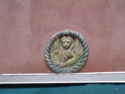 Ein Löwe an der Wand des ...
