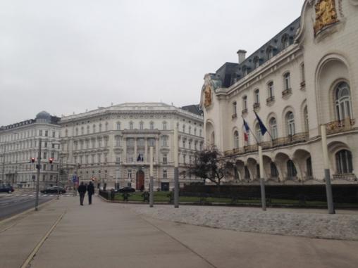 ... die französische Botschaft ...