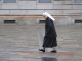 Eine Schwester des Klosters