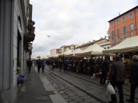 Flohmarkt am Flussufer