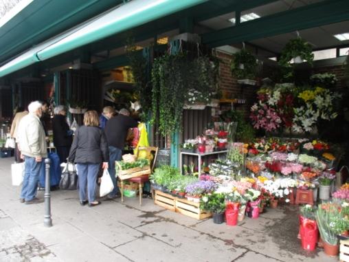fester Markt an der Piazza XXIV Maggio
