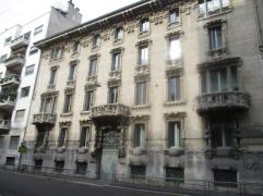 Tolle Fassade der Santander Bank
