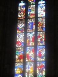 Viele Glasfenster-Kunstwerke