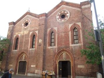 Die beiden zusammengebauten Kirchenfassaden