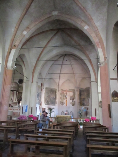 Das rechte Kirchenschiff ...