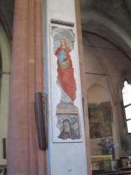 Malerei auf einer der mittleren Säulen