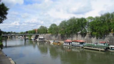 Boote auf dem Tiber