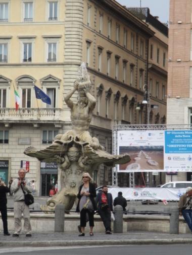 Fontana del Tritone am ...
