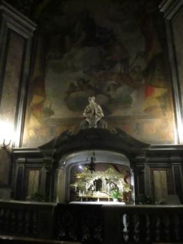 Hinterm Altar