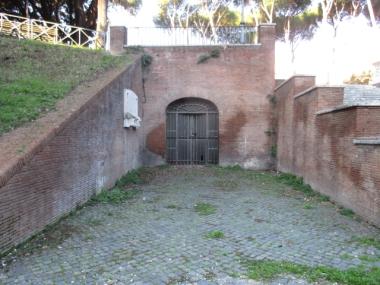 Eingang zum Tunnelweg