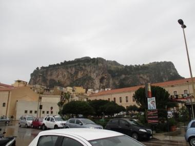 La Rocca thront über Cafalu'