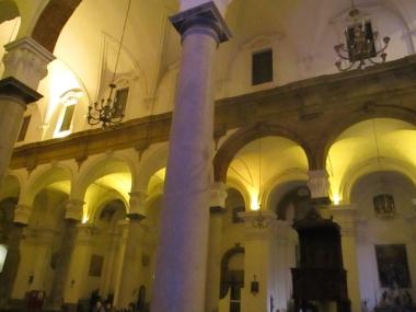 Das Licht wirkt sehr schön in dieser hellen Kirche