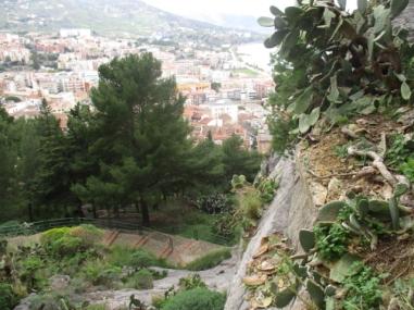 Der Blick runter auf die Stadt von der ersten Schutzmauer aus