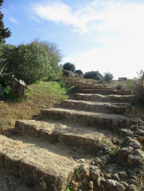 Die Stufen hoch zum Tempel