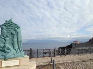 Ein Denkmal für die auf See gebliebenen Männer des Ortes