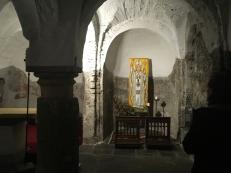 Direkt unterm Altarraum ist ein weiterer Raum
