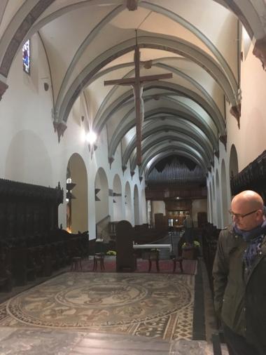 Blick vom Altar auf die Orgel