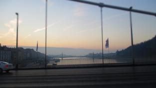 Die Friedensbrücke im Morgenlicht
