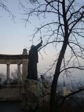 Der heilige Gellért blickt auf Budapest