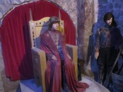 Wachsfiguren mit alten Kostümen aus der Budapester Oper