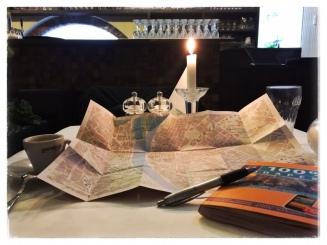 Vorbereitung bei Kerzenschein beim Italiener