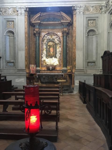 rechte Seitenkappelle für Gebete