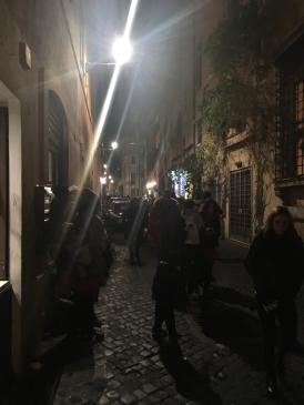 Nächtliches treiben in den Straßen von Trastevere