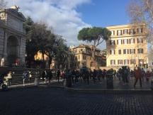 Frühsport auf der Piazza Trilussa